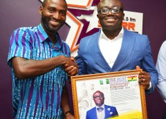 BOLA RAY RECEIVES AWARD FOR MOST INFLUENTIAL ENTERTAINMENT PERSONALITY IN GHANA 2018.
